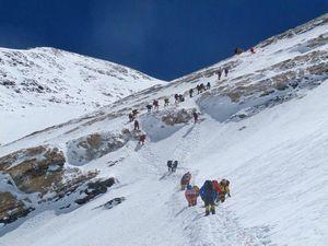 На Эвересте пропали без вести два альпиниста из Индии