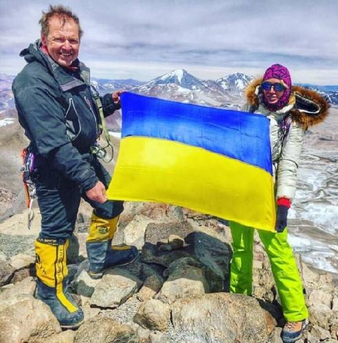 Виктор Бобок и Ирига Галай на самом высоком вулкане Земли — Охос-дель-Саладо (6891 метров) в Южной Америке
