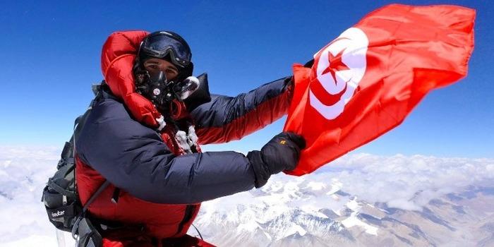 Тахар Манаи (Taher Manai)  на вершине Эвереста