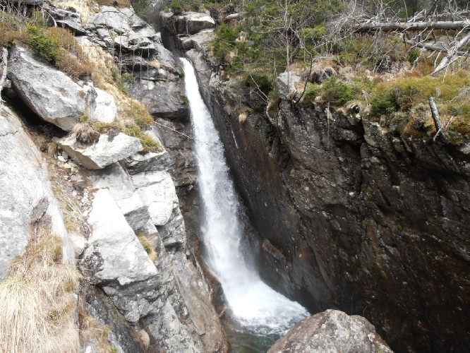водоспад на Студеному Потоку унизу