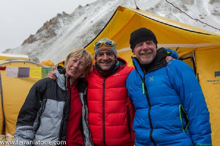 Нивес Мерой (Nieves Meroi), Ферран Латорре (Ferran Latorre), Романо Бене (Romano Benet) в базовом лагере Макалу