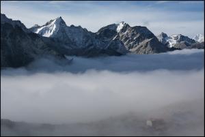 Фото дня: Самая высокогорная в мире гостиница - Горакшеп (5150 м)
