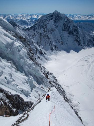 Грэхем Циммерман (Graham Zimmerman) в первый день восхождения на вершину пика Целено