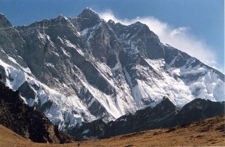Лхоцзе (Lhotse, «Южная вершина») - высотой 8516 м, четвертый по высоте восьмитысячник мира
