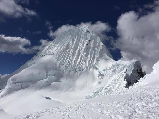 Алпамайо (Альпамайо / Nevado Alpamayo)