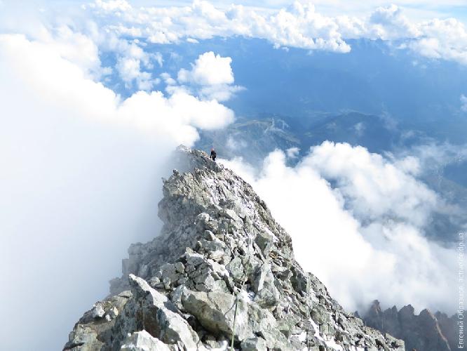 «Снежно-ледовый» гребень у вершины