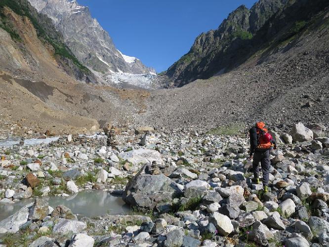 Конец тропы, язык ледника Чалаат — здорово тает