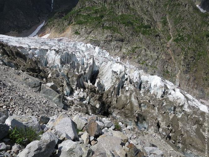 Первая ступень ледопада ледника Чалаат