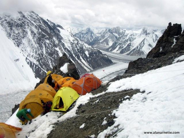 Первый высотный лагерь на К2. Фото Alan Arnette