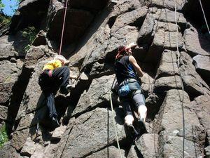 На скалах в Денешах соревновались ветераны скалолазания
