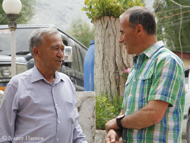 Ральф Дуймовиц (Ralf Dujmovits), справа и Ашраф Аман (Ashraf Aman) - глава туроператора Adventure Tours Pakistan