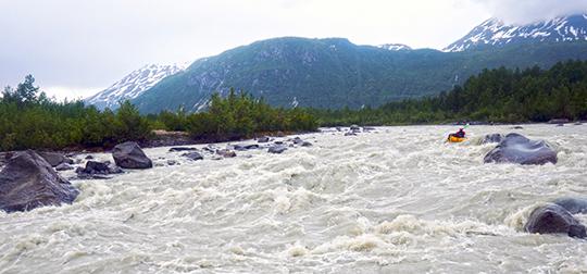 Пороги третьей категории трудности на реке Big River.