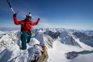 Австрийские экстремалы совершили первый в истории горнолыжный спуск с вершины горы Победа (3000 м)