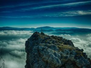 В австрийских Альпах спасли группу туристов, оставленную в горах пьяным гидом