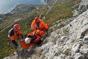В Крыму турист чудом выжил после падения со скалы на 70 метров