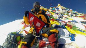 Плевок в лицо: Непальским шерпам отказали в выдаче сертификатов о восхождении на Эверест