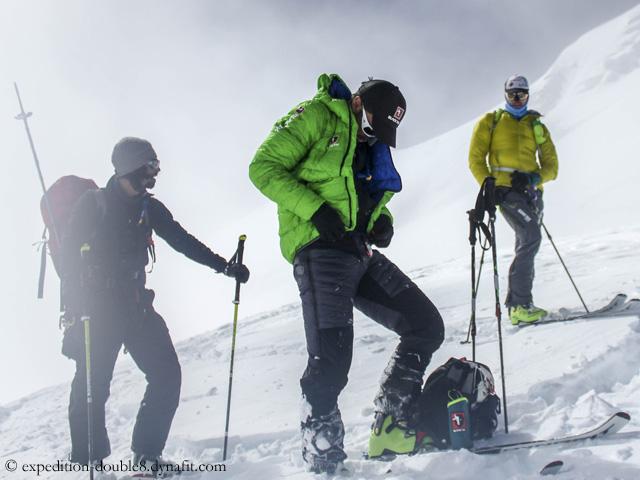 Бенедикт Бом (Benedikt Böhm), Себастьян Хааг (Sebastian Haag) и Андреа Замбальди (Andrea Zambaldi) во второй попытке восхождения на Шишабангму