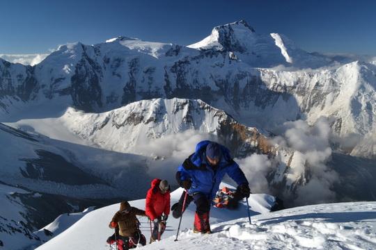 Четыре украинских альпиниста получили звание