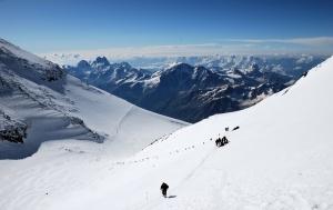 Питерский альпинист погиб на Эльбрусе после просьбы о помощи