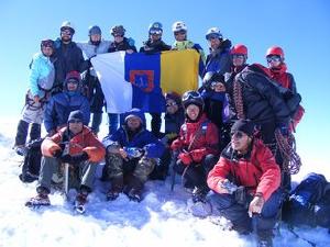 Одесские альпинисты успешно поднялись на вершину Казбека