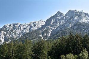 Альпинист, сорвавшийся со скалы в Австрии, выжил, отправив сигнал SOS в США