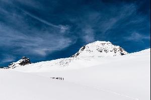 Новые снимки глетчера Алеч из фотоальбома «Aletsch — Der grösste Gletscher der Alpen» («Алеч — самый большой глетчер в Альпах») фотографа и альпиниста из кантона Вале Марко Фолькена (Marco Volken). Фотографии: Marco Volken/AS Verlag.