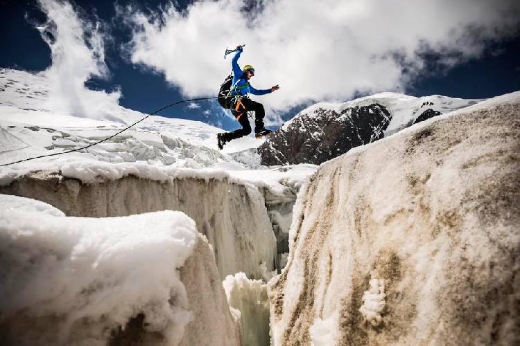 Анджей Баргель (Andrzej Bargiel). Прыжок , на м-те на п. Ленина, Marcin Kin Photography