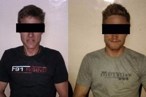 Два швейцарских альпиниста были арестованы в Кашмире за пользование мобильным телефоном