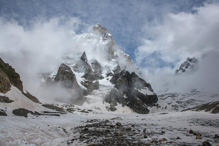 Ушба с Ушбинского ледника. Фото Дмитрий Лесной, Херсон