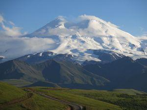 Альпинист из Ростовской области умер на склоне Эльбруса