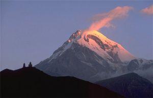 Спасатели более месяца ищут пропавшую в горах Грузии альпинистку