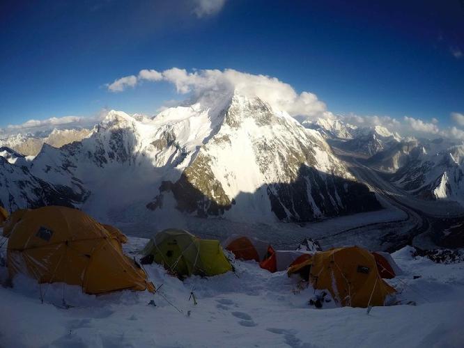 Лагерь 3 на склонах К2, за несколько дней до лавины