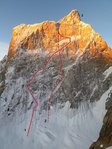 Северная стена Огре II 1 - Маршрут восхождения Скотта Адамсона (Scott Adamson) и Кайла Демпстера (Kyle Dempster в 2015 году. 2 - их маршрут эвакуации после травмы Скотта
