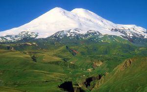 Украинский альпинист травмировался при восхождении на Эльбрус