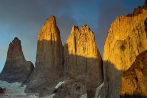 Патагония. Национальный парк Торрес дель Пайне. Рассвет у башен Торрес.