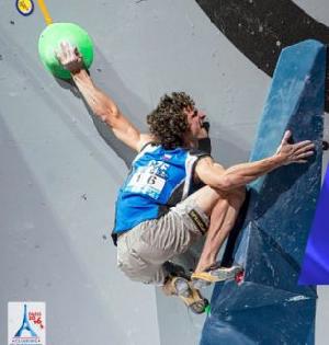 Лучшие моменты Чемпионата Мира по скалолазанию в Париже: мужской боулдеринг в замедленной съёмке