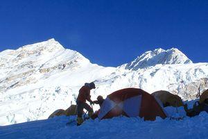 В лавине на восьмитысячнике Шишабангма погиб непальский шерпа