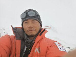 Нобуказу Курики начинает свое сольное восхождение на Эверест!