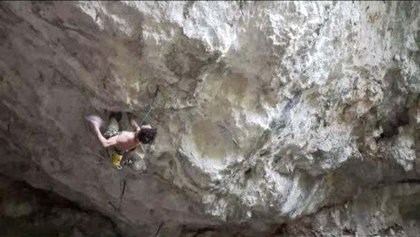Адам Ондра открывает самый сложный скалолазный маршрут в Словакии: