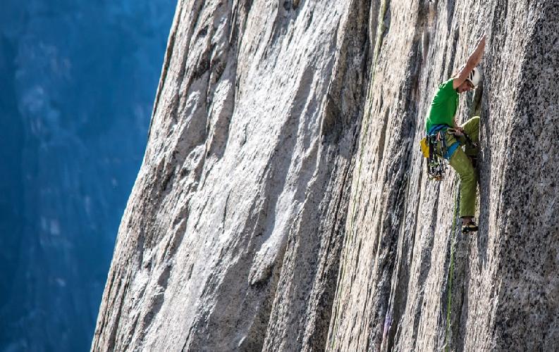 """Адам Ондра (Adam Ondra) на первых веревках маршрута """"Dawn Wall"""" в свой первый день на Эль-Капитане"""