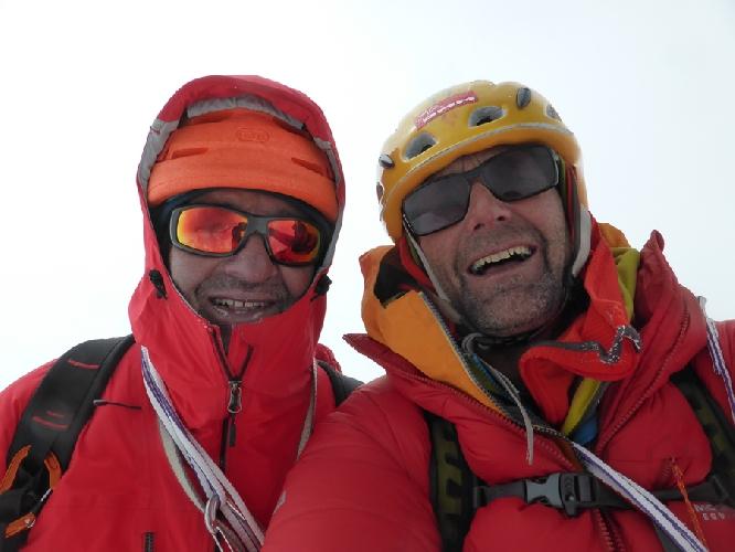 Пол Рамсден (Paul Ramsden) и Ник Баллок (Nick Bullock) на вершине Ньянквентангла (Nyainqentangla, 7046 метров)