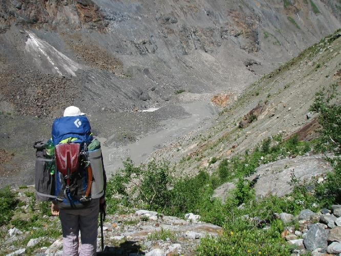 Спуск с перегиба бараньих лбов к леднику Цаннер