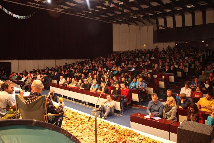 Выступление Жана Труайе перед публикой