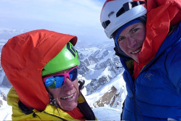 Инес Паперт (Ines Papert) и Лука Линдич (Luka Lindic) на вершине маршрута Lost in China