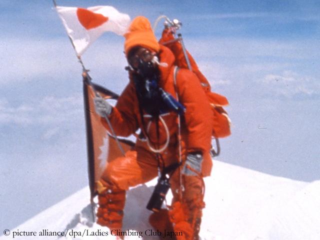 Дзюнко Табэи (Junko Tabei) на вершине Эвереста 16 мая 1975 года