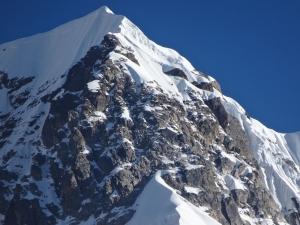 Румынские альпинисты совершили первое в истории восхождение на вершину горы Peak-5 в Гималаях
