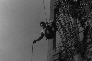 Скалолазы на Эйфелевой Башне. Архивные кадры 1947 года