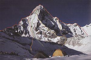 Одесские альпинисты успешно поднялись на гималайскую вершину Ама-Даблам!
