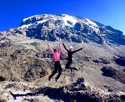 Красота спасет мир: блондинка и брюнетка покоряют семь вершин Альп