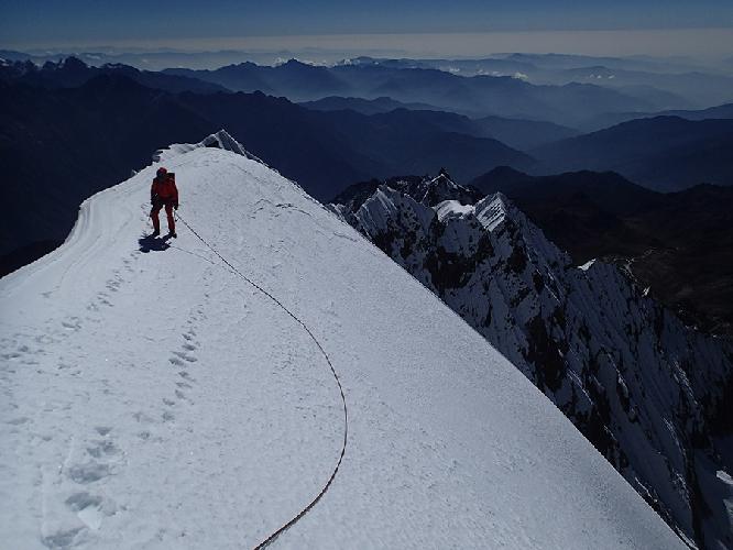 """На вершине маршрута """"Pilar Dudh Khunda"""" длинной 1400 метров и сложностями до VI / 6а, AI4, M4"""